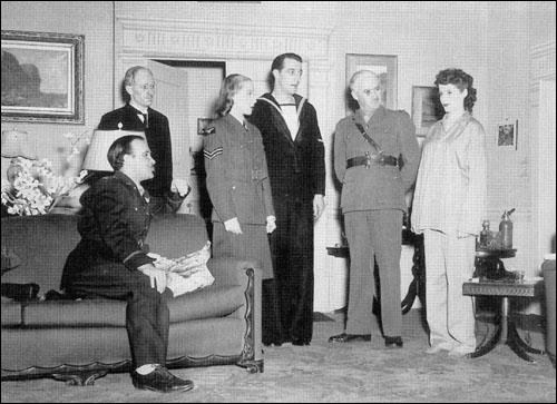 Leslie Yeo (seated) plays the USAF Lieutenant in While the Sun Shines. February 1948. Behind are Alec McCowan, Hilary Vernon, Roy Hannah, Raymond Frances and Pauline Williams.