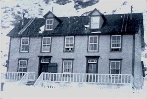 The Williams' home at Tilt Cove, ca. 1910.