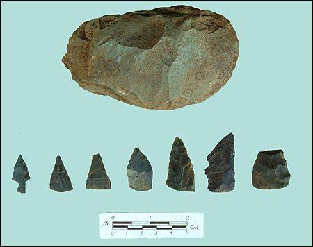 Archaeological excavations at Ferryland during the 1990s uncovered several small chert arrowpoints and a large chopper or blank. These artifacts were found in association with Beothuk hearths.