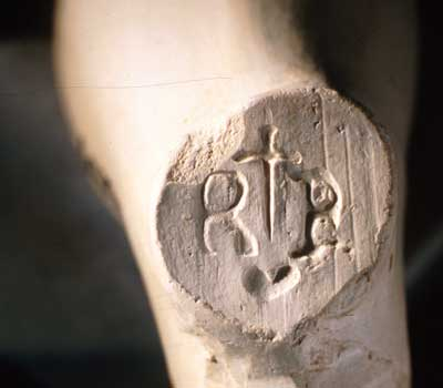 RB Incuse. Stamped on heel. Between the initials is the symbol of a dagger above a heart. Stem bore size: 8/64ths. Both pipe bowl and mark attributed to Bristol pipemaker Richard Berryman 1619-52 (Walker 1977:1408).