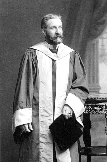 In 1902, Robert Bond received honourary degrees from the University of Edinburgh and Cambridge University.