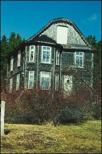 The most notable feature of the Archibald Bennett House is the gambrel roof with a rounded truncation, a style rare in Newfoundland and Labrador.