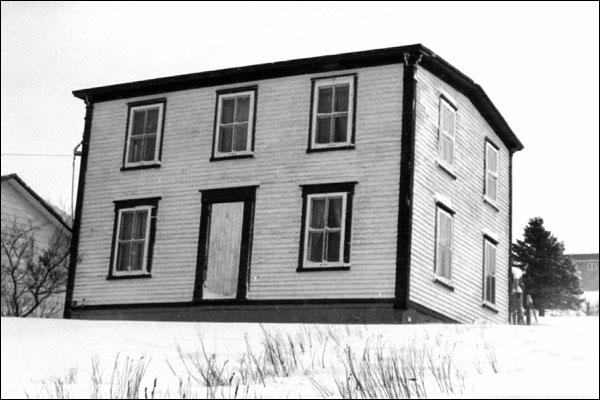 Drake house newfoundland for Classic house nl