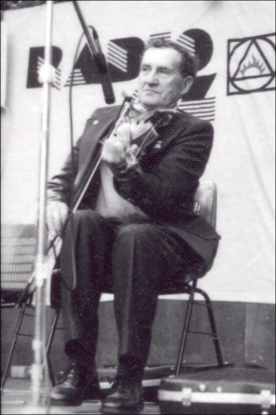 Guinchard (1899-1990) began playing the fiddle at the age of 11.